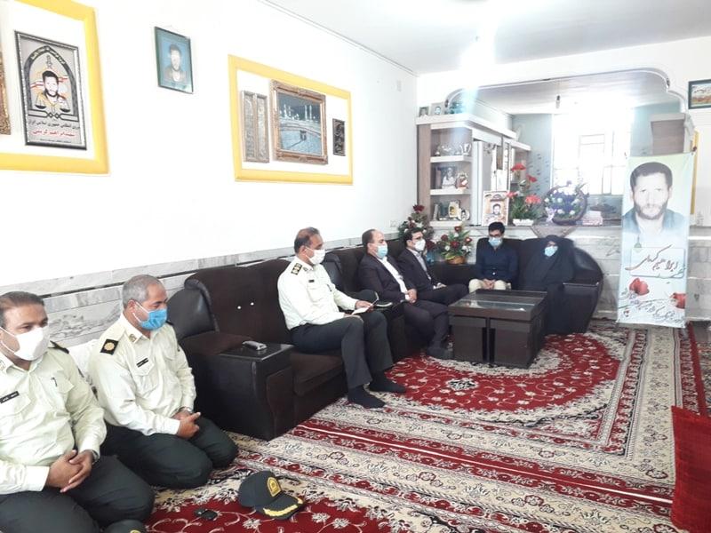 دیدار مسئولان بردسکن با خانواده شهید ابراهیم کریمی از شهدای مبارزه با موادمخدر